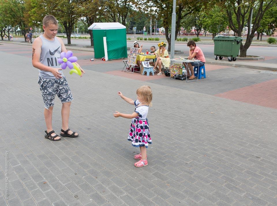 Ballongbollande barn