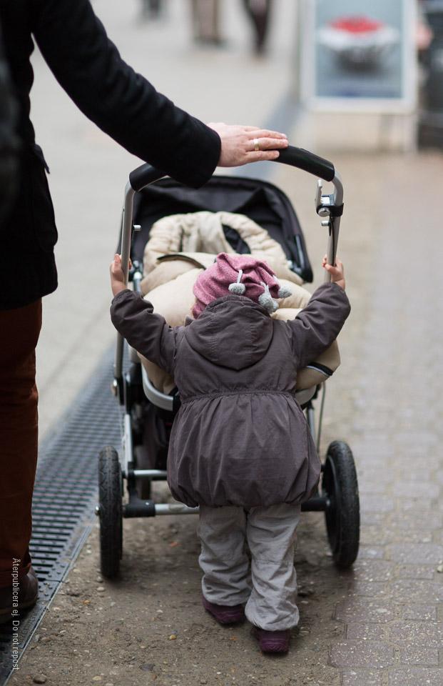 Barn med vagn