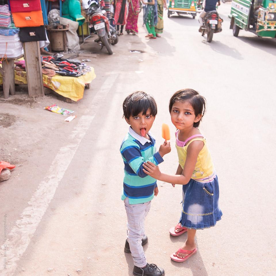 Barn med isglass