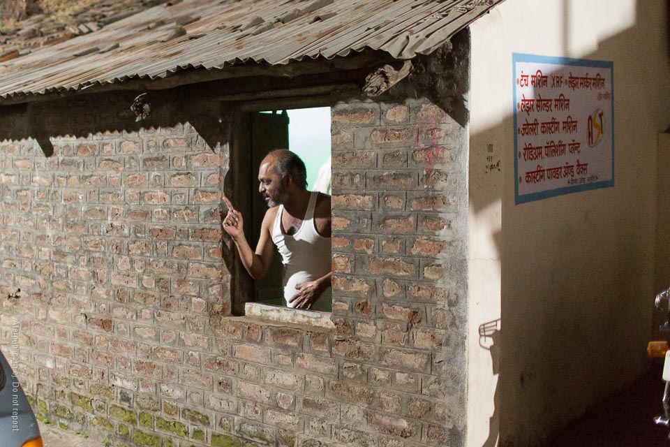 Man i fönster III