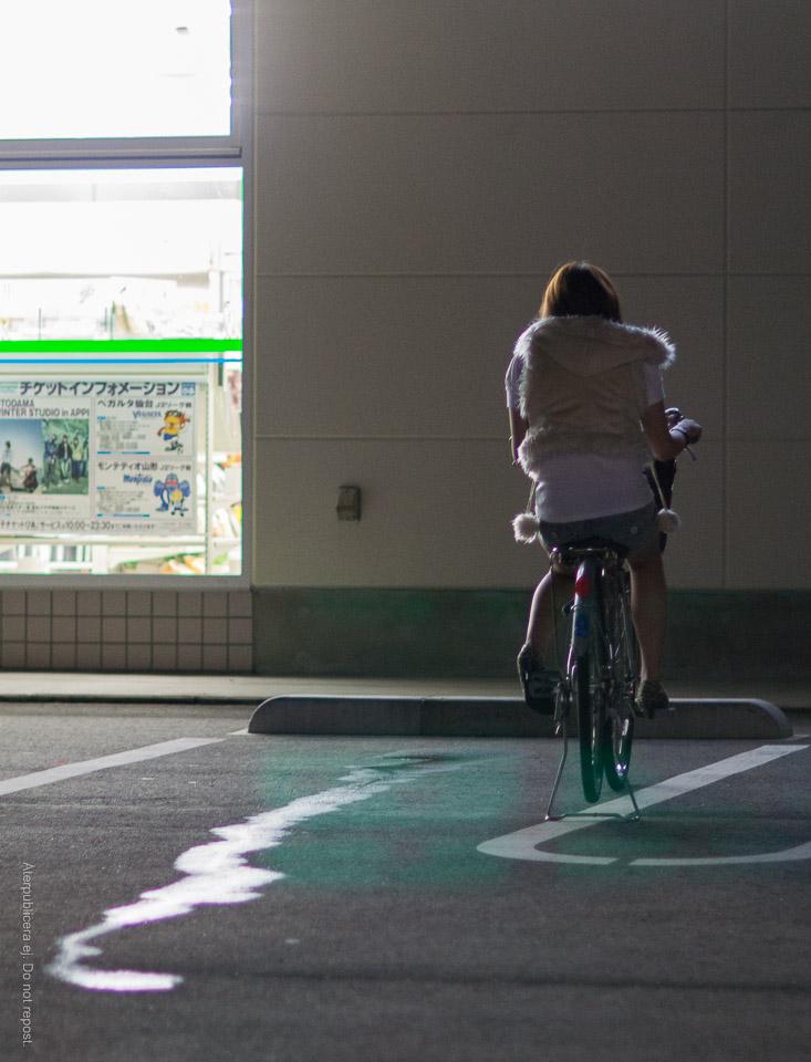 Tjej på cykel
