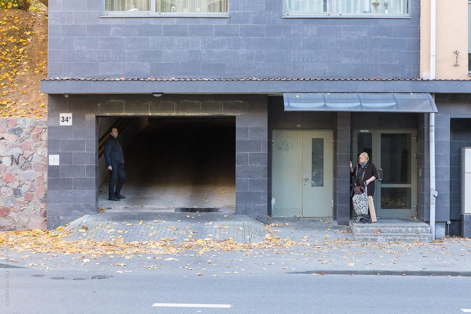 Personer vid fasad