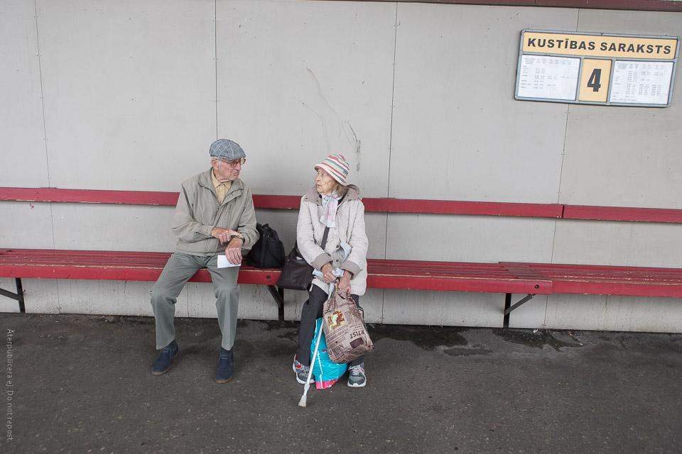 Par på busstation III