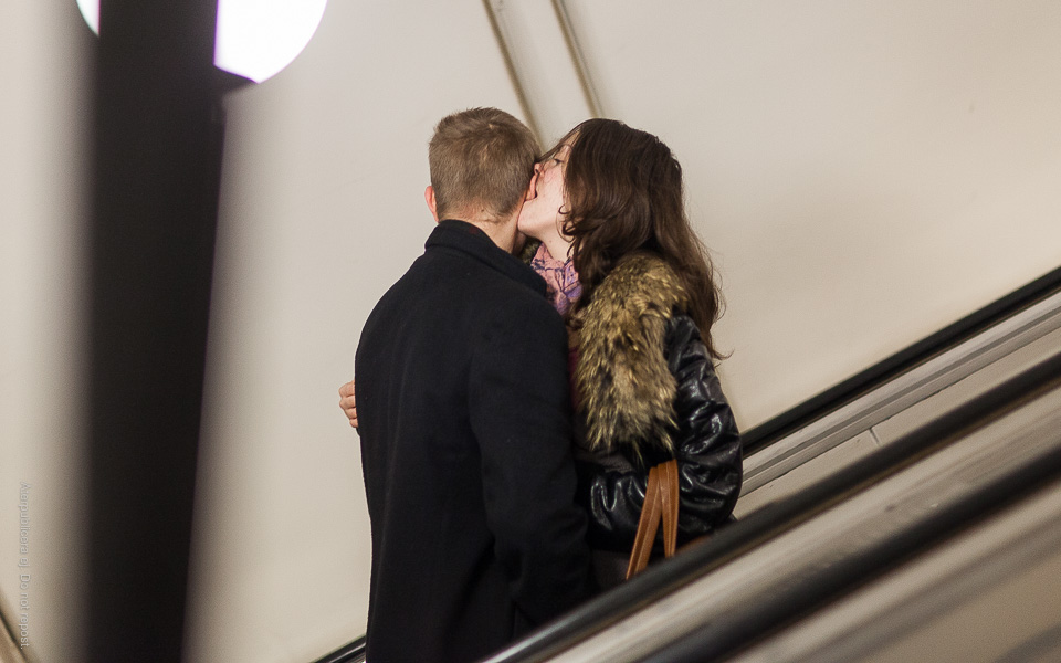 Par i rulltrappa II