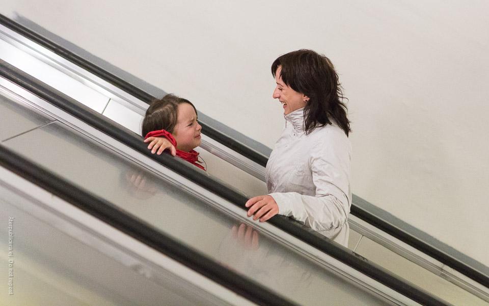 Olika känslor i rulltrappan