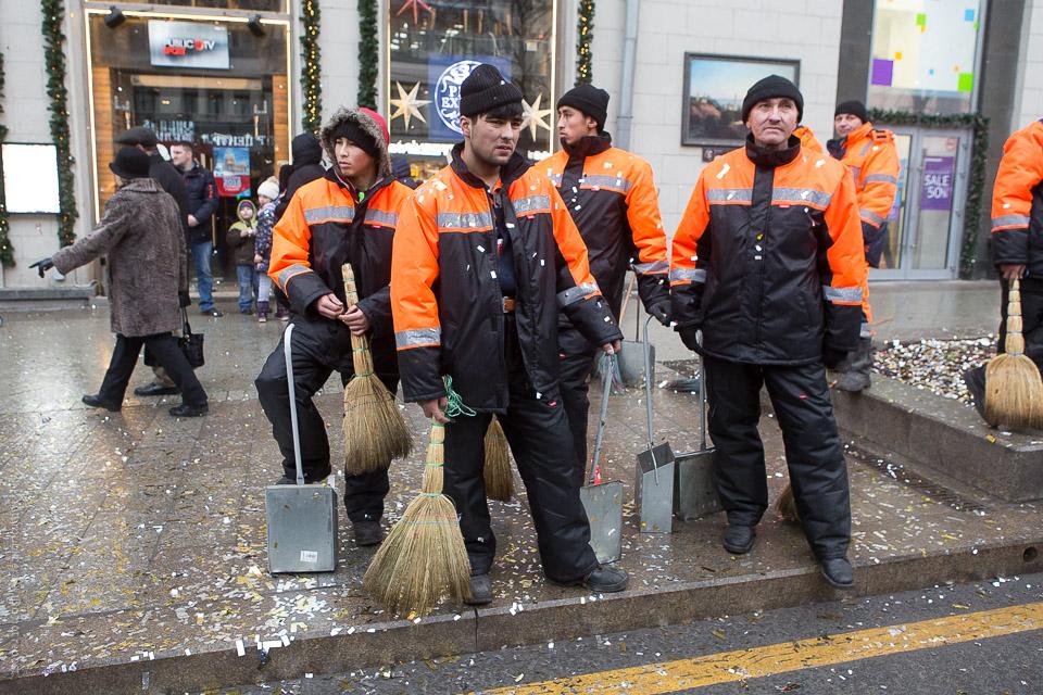 Konfettibeströdda renhållningsarbetare