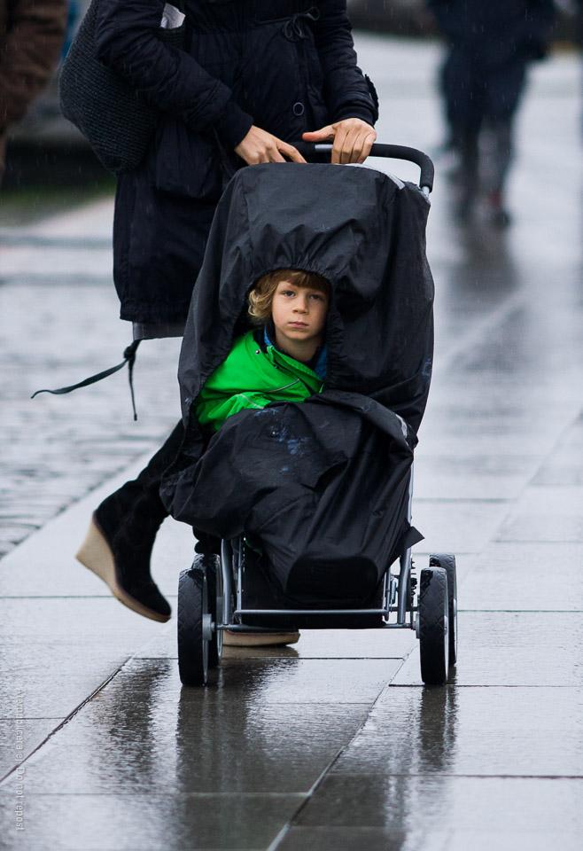 Pojke i barnvagn