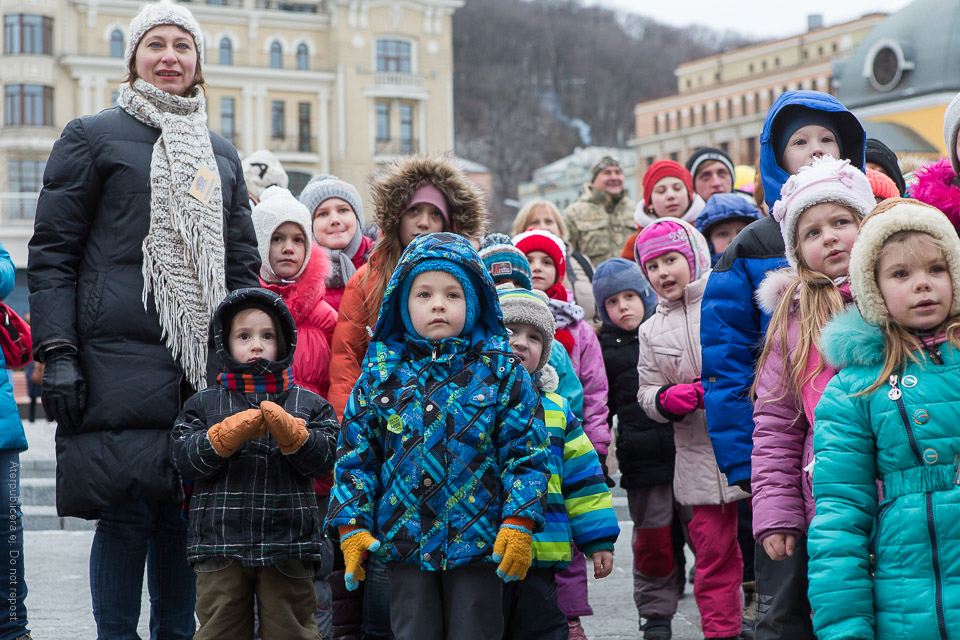Vinterklädd barnaskara