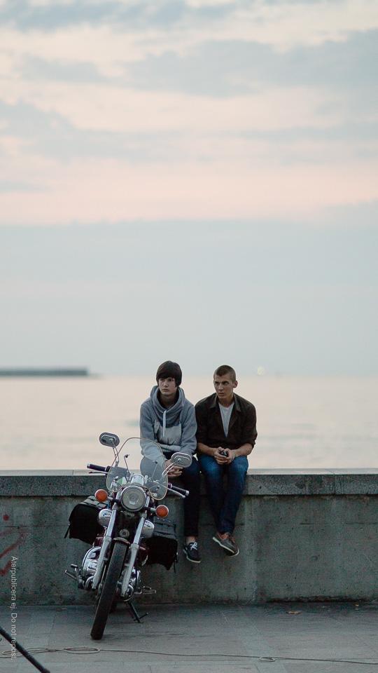 Killar med motorcykel