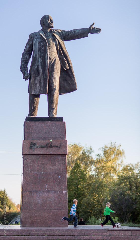 Lenin visar vägen