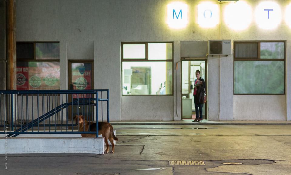 På tågstationen i Mostar