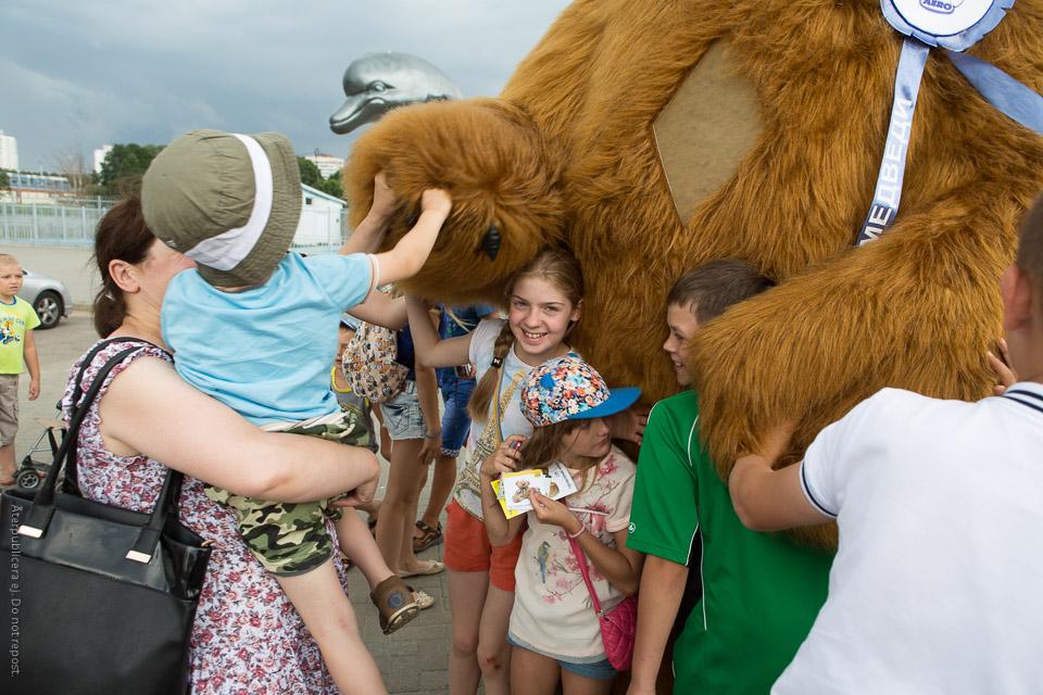 Barn vid björn