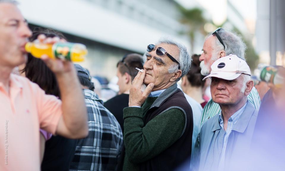 Rökare med solglasögon