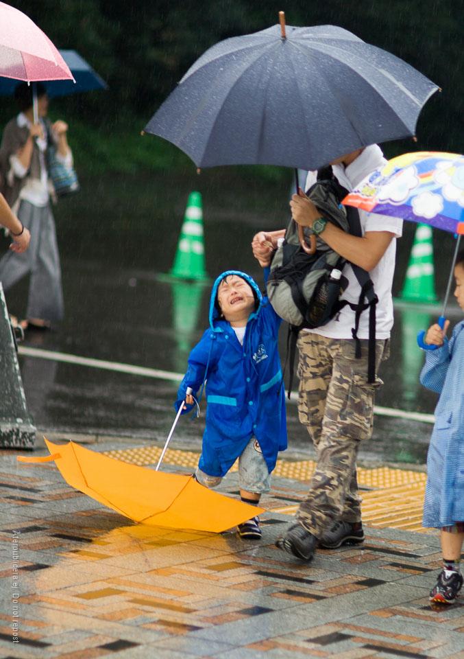 Pojke med paraply III