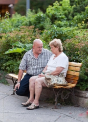 Par på parkbänk IV
