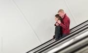Par i rulltrappa III