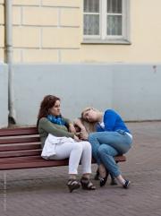 Kvinnor på bänk