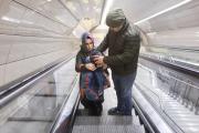 Påklädning i rulltrappa