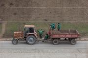 Arbetare vid traktor