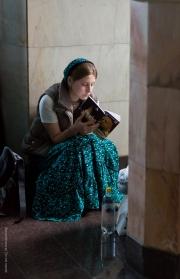 Kvinna med bok